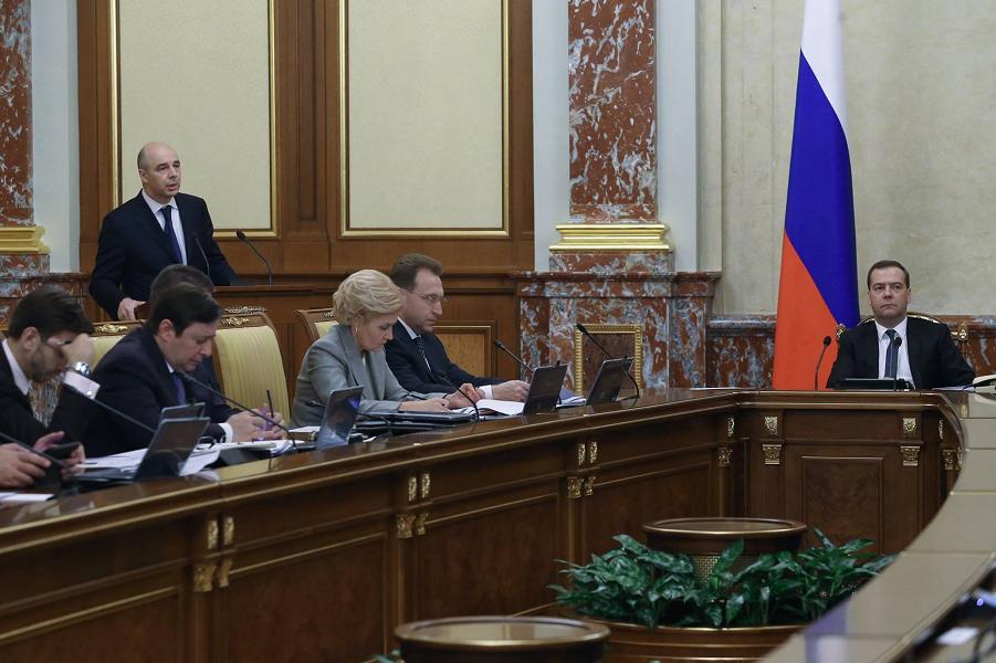 Медведев на правительстве.png