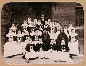 Объединенный отряд сестер милосердия из городов Москвы, и Кронштадта, предназначенный для плавучего госпиталя, организованного на пароходе Царица.