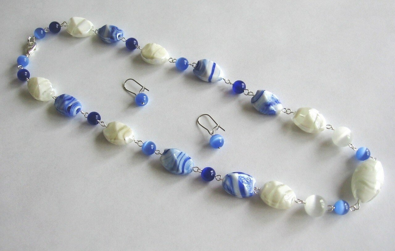 Белое и синее