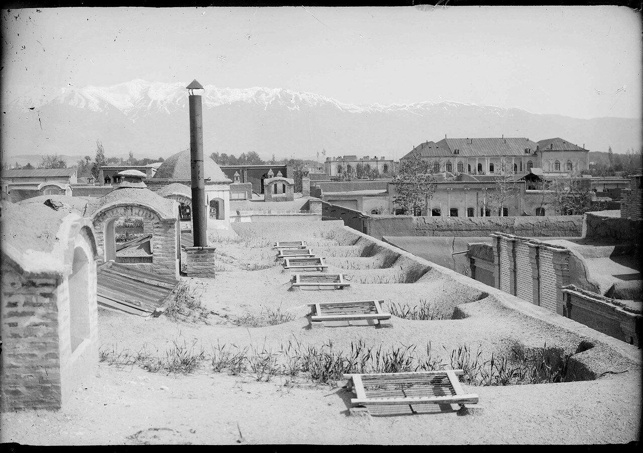 Тегеран. Вид с городских крыш на заснеженный Эльбрус
