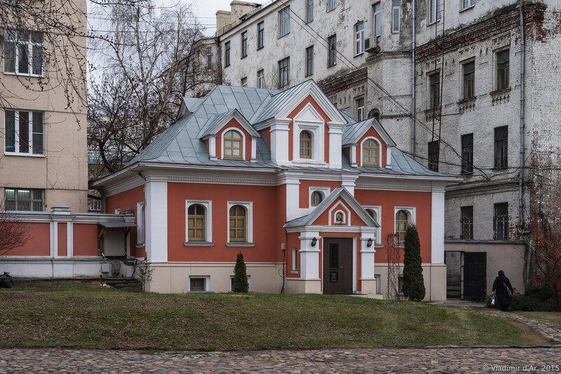Дом причта церкви Троицы Живоначальной, что в Троицкой слободе в Москве. 2-й Троицкий переулок, дом 6А, строение 2.
