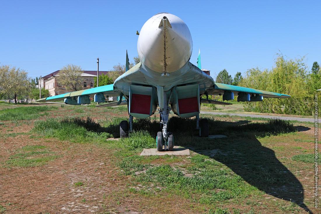 Экспозиция авиационного и ракетного вооружения в парке Победы в Камышине