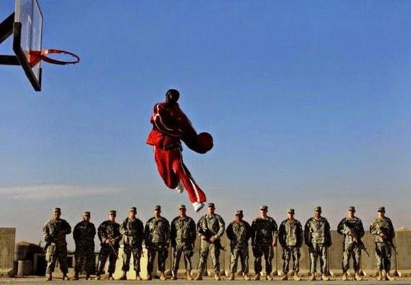 Радостные фотографии прыгающих людей и животных 0 130942 30cb0882 orig