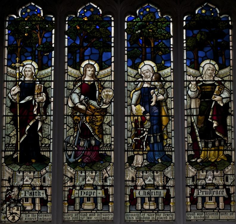 Вера, Надежда, Любовь, Благоразумие. Витраж в храме святых Петра и Павла (Wisbech, Великобритания)