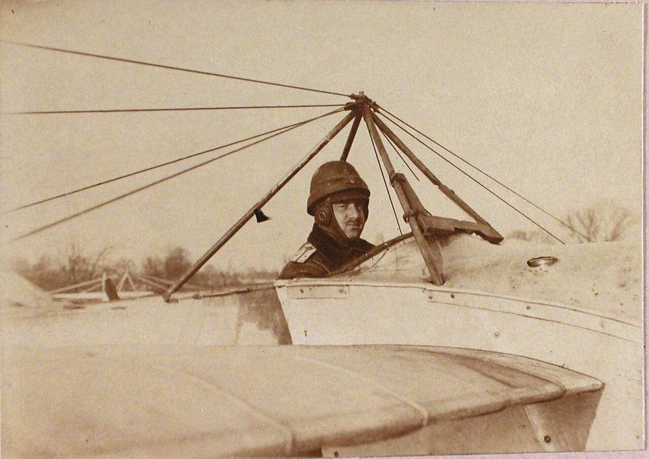 05. Военный лётчик отряда поручик Пушкарев в открытой кабине летательного аппарата. Зима 1914-1915. Люблин