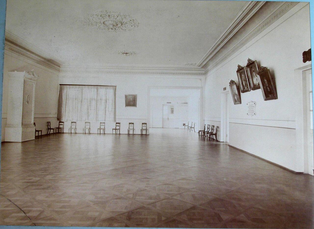 18. Вид части актового зала женской гимназии
