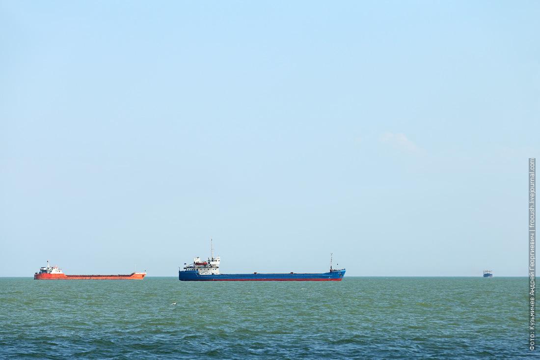 Каспийское море рейд перед входом в Волго-Каспийский судоходный канал