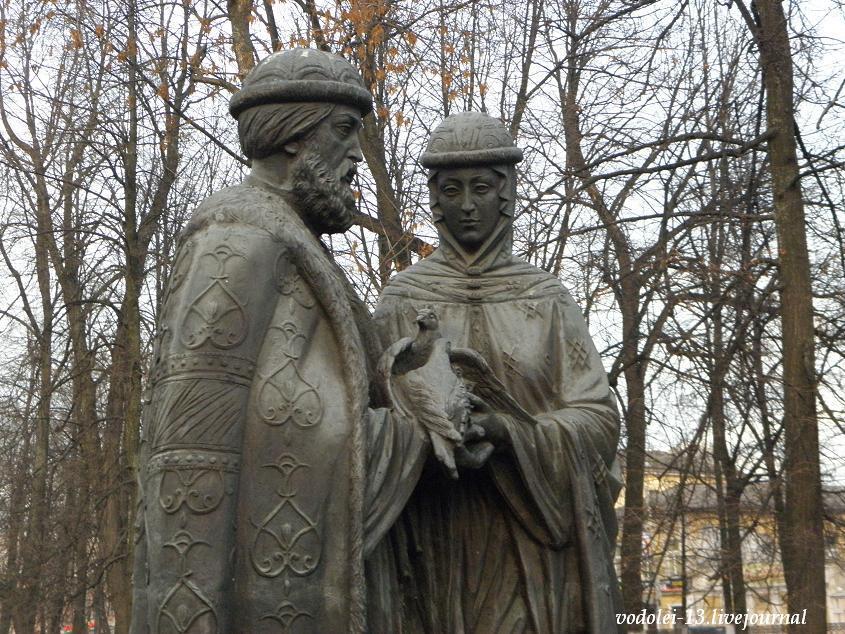 Памятник Петру и февронье.JPG