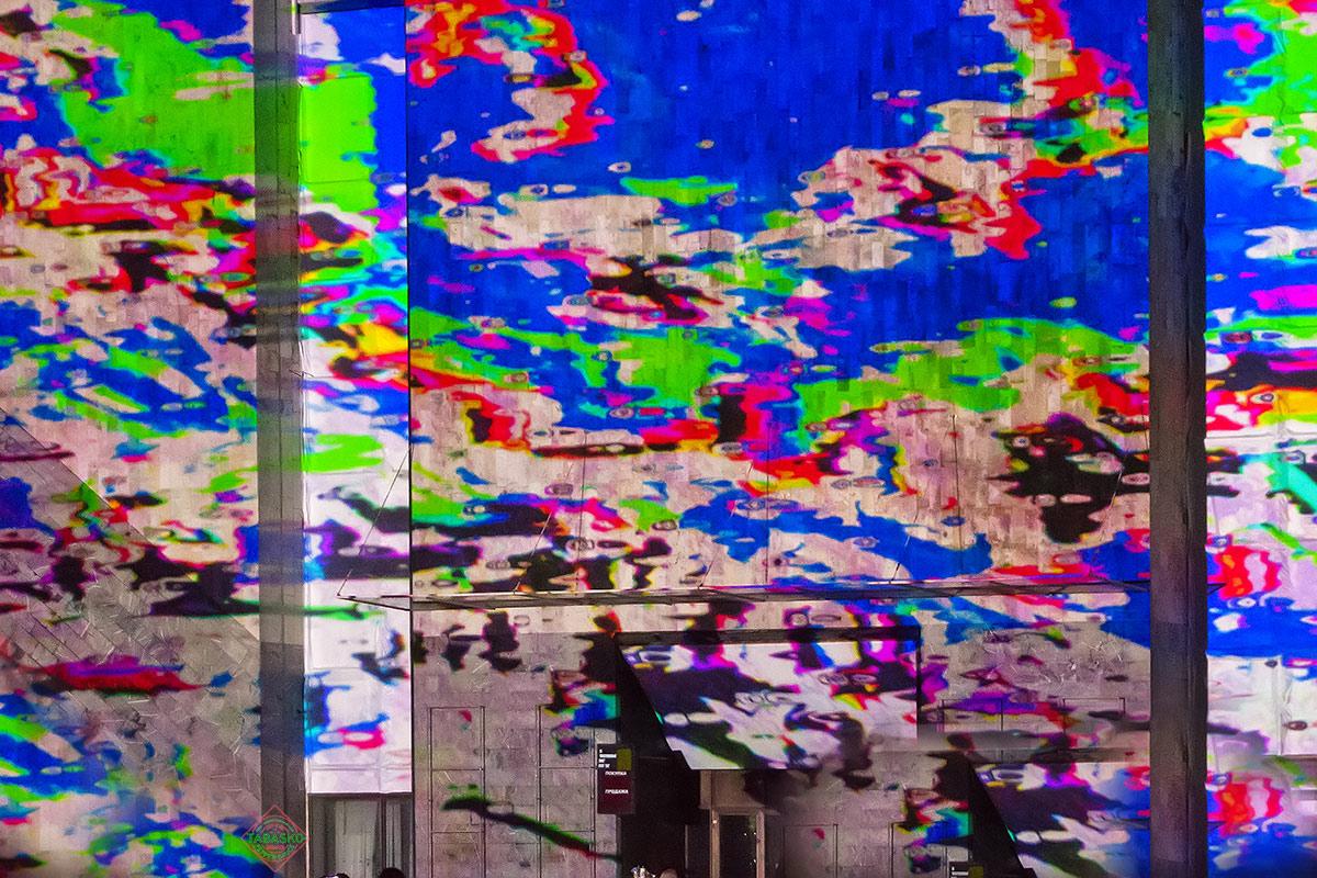 Проекции на здании