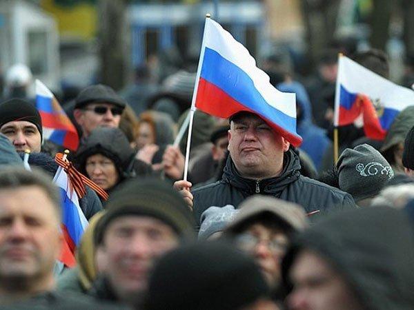 Жители России назвали США страной злоумышленников иморального упадка