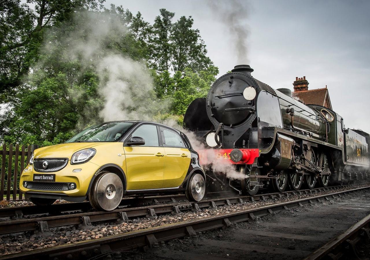 Smart создал «безумный автомобиль-поезд» (11 фото)