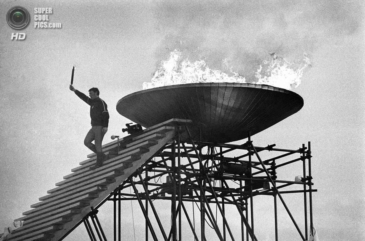 Франция. Гренобль, Изер, Рона — Альпы. 6 февраля 1968 года. Французский фигурист Ален Кальма во врем