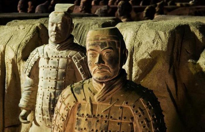 робница первого императора Китая Цинь Шихуанди, который умер в 210 г. до н.э., находится глубоко под