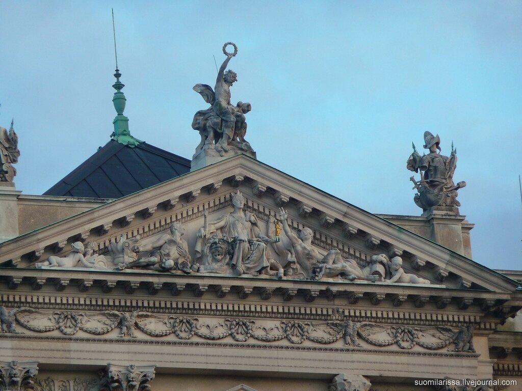 Площадь Героев, Хельденплатц.