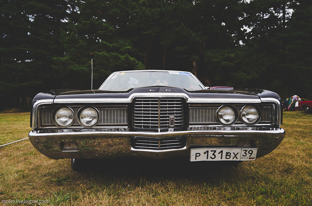Парад американских автомобилей в Паланге