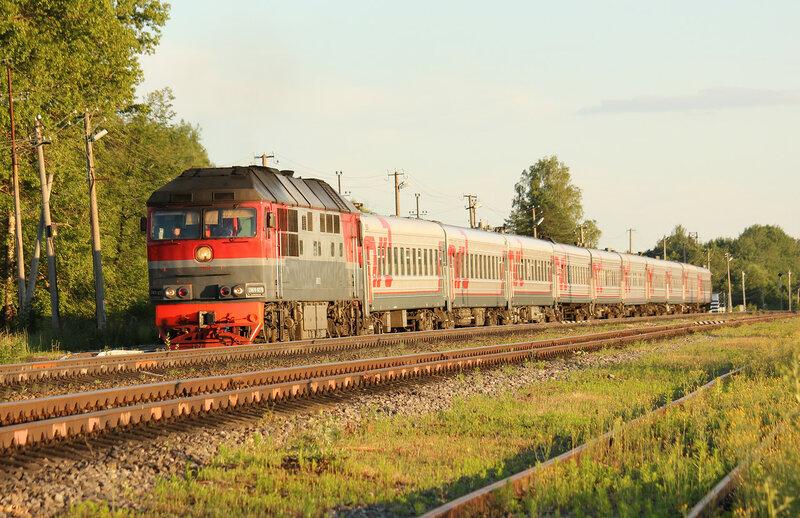 Поезд 88А Смоленск - Питер под ТЭП70-270 на станции Осуга