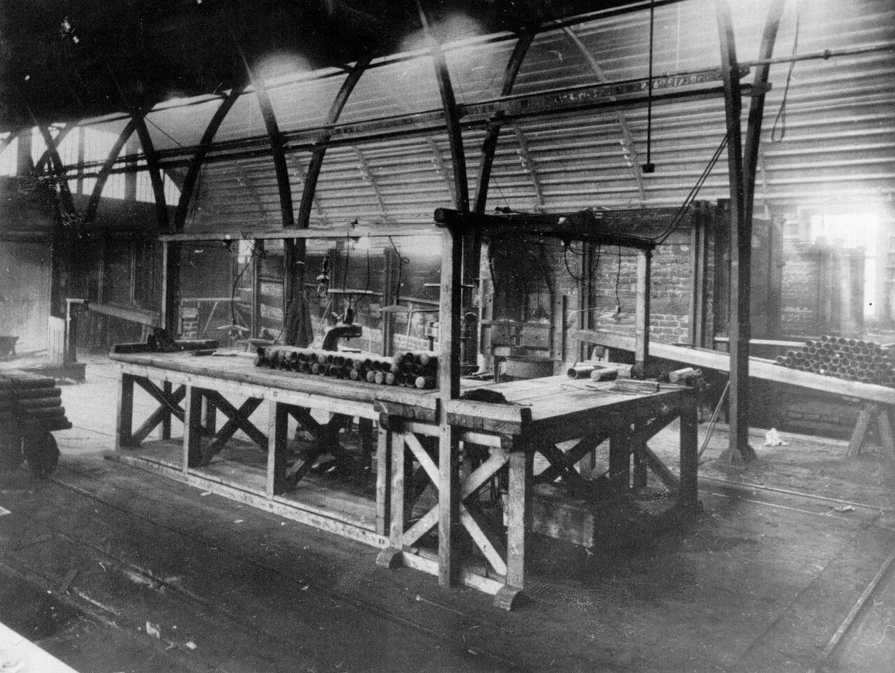 14. Внутренний вид шрапнельно-термической мастерской завода