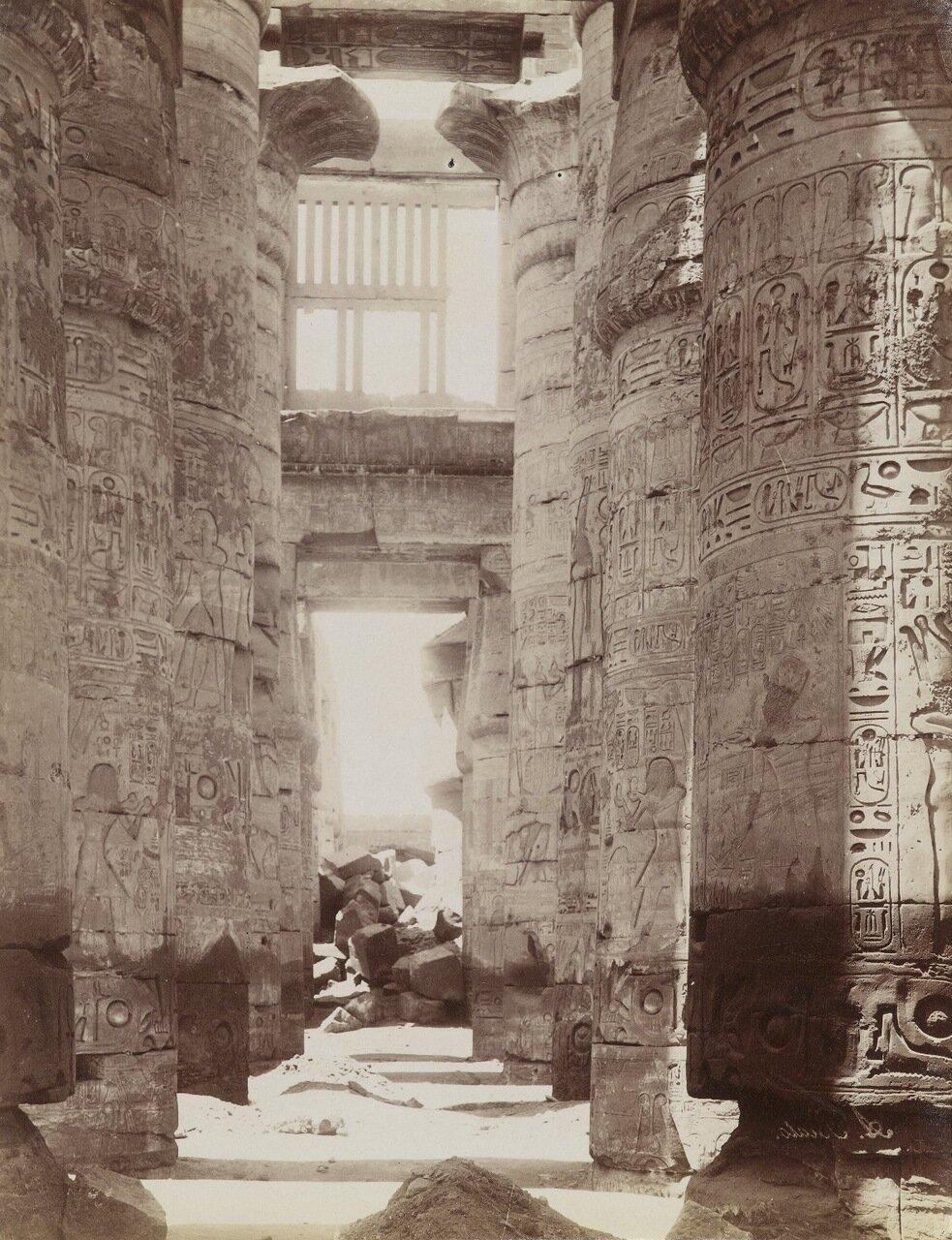 Гипостильный зал в Карнакском храме