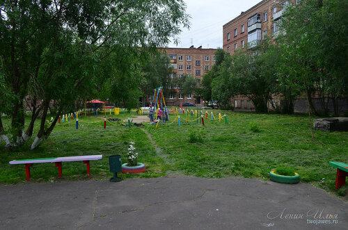 Фото города Инта №8057  Двор Воркутинской 10; Воркутинская 8 и 12 02.07.2015_17:05