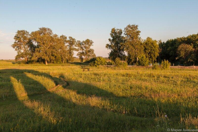 Сельское кладбище на территории городища