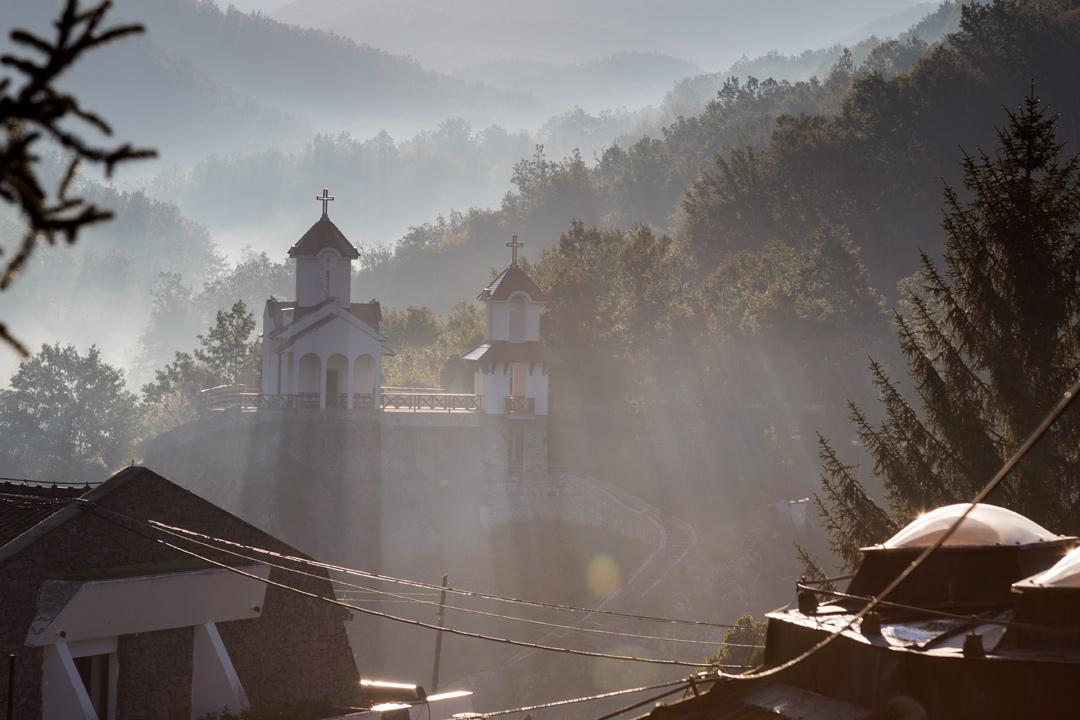 Храм в утренних лучах