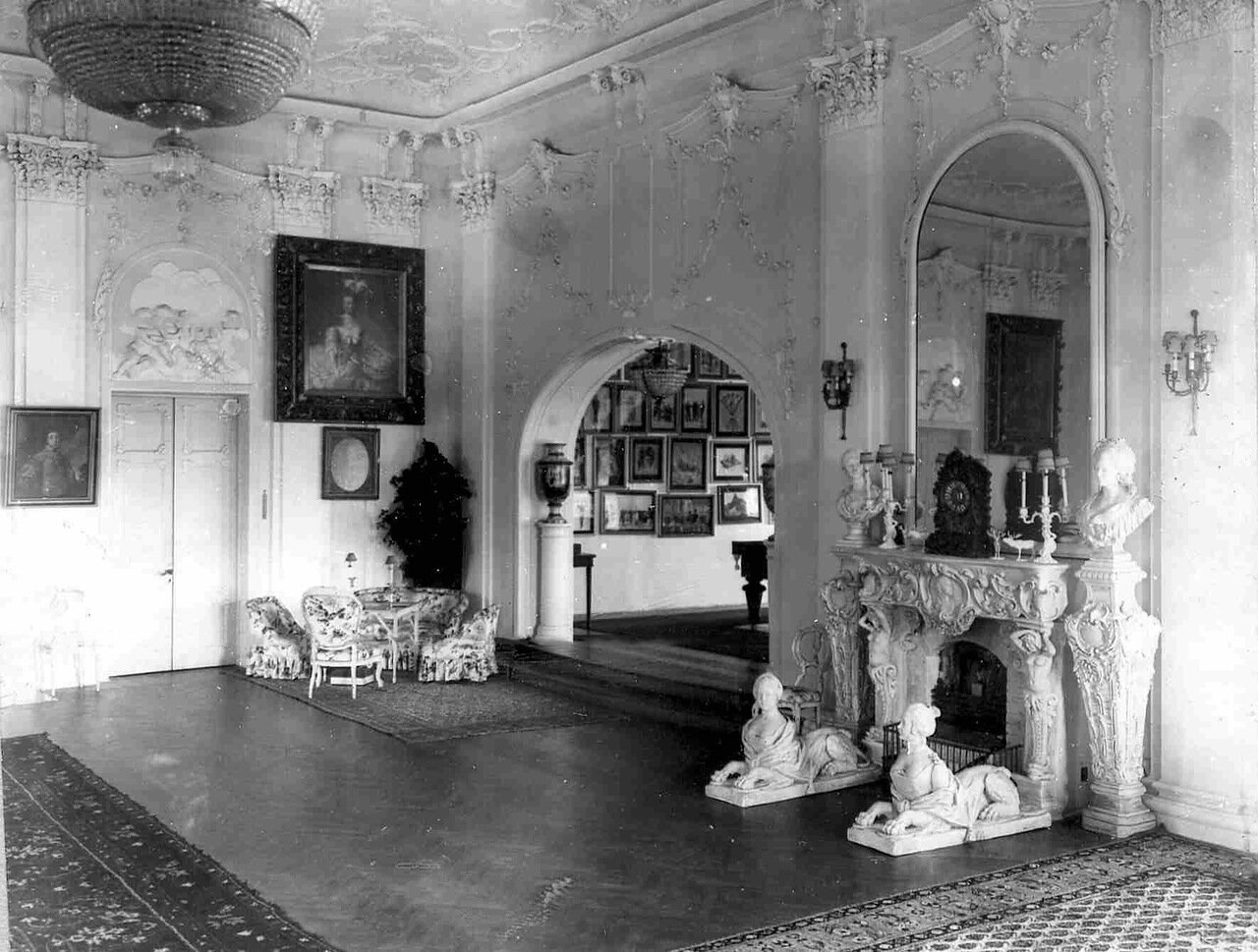 10. Часть гостиной на даче графини М.Э.Клейнмихель