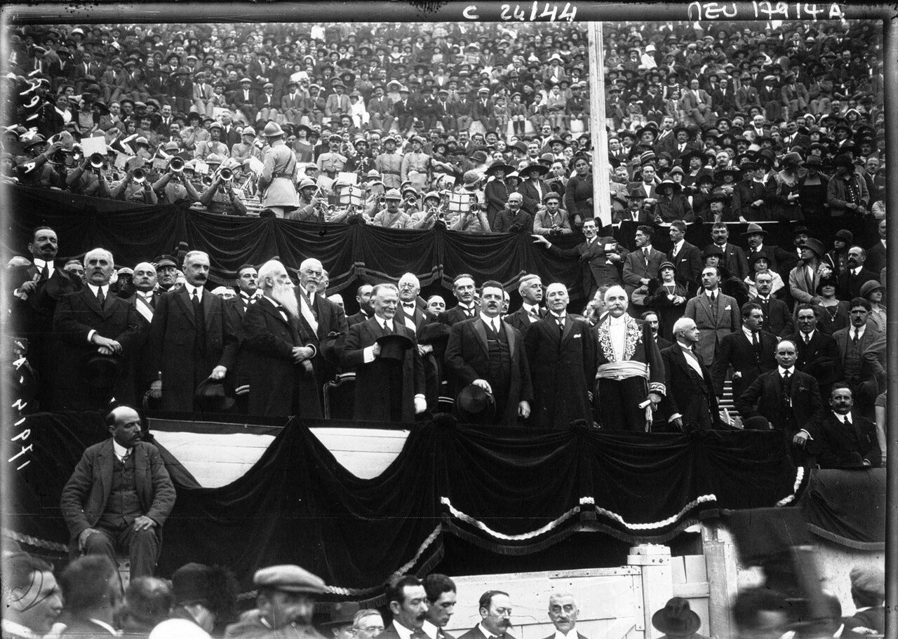 1924. Президент Гастон Думерг в Ниме. 06. Трибуны с почетными гостями
