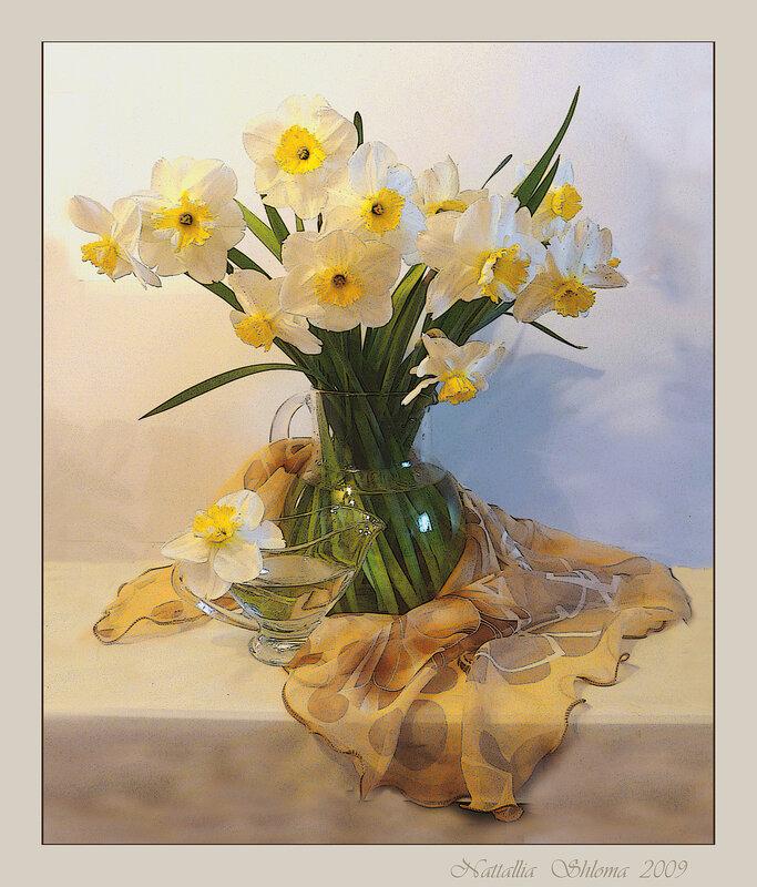 Нарциссы в вазе