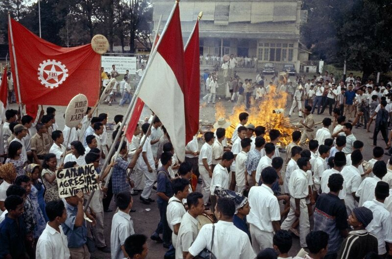 1965 Indonesia by Thomas Hoepker.jpg