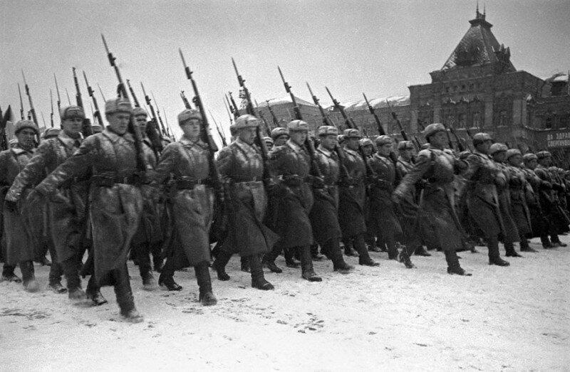 15 Парад на Красной площади 7 ноября 1941 г.jpg