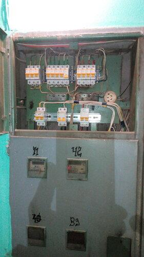 Срочный вызов электрика аварийной службы в квартиру после короткого замыкания в розетке стиральной машины