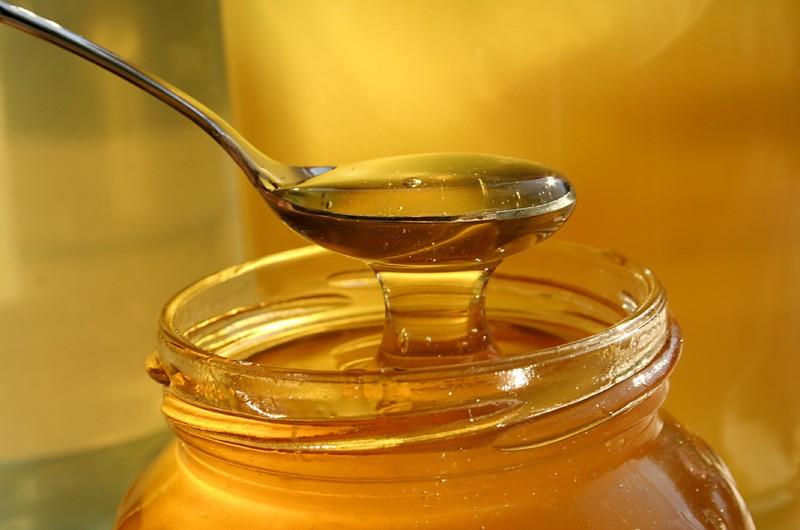 16. Очистите мед На самом деле мед — единственный продукт, который вообще не портится, поэтому не ст