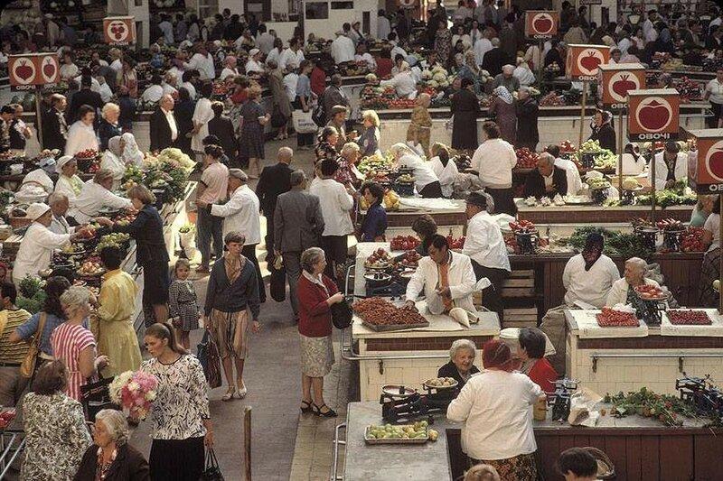 Киев. Бессарабский рынок на улице Крещатик. 1988 год.