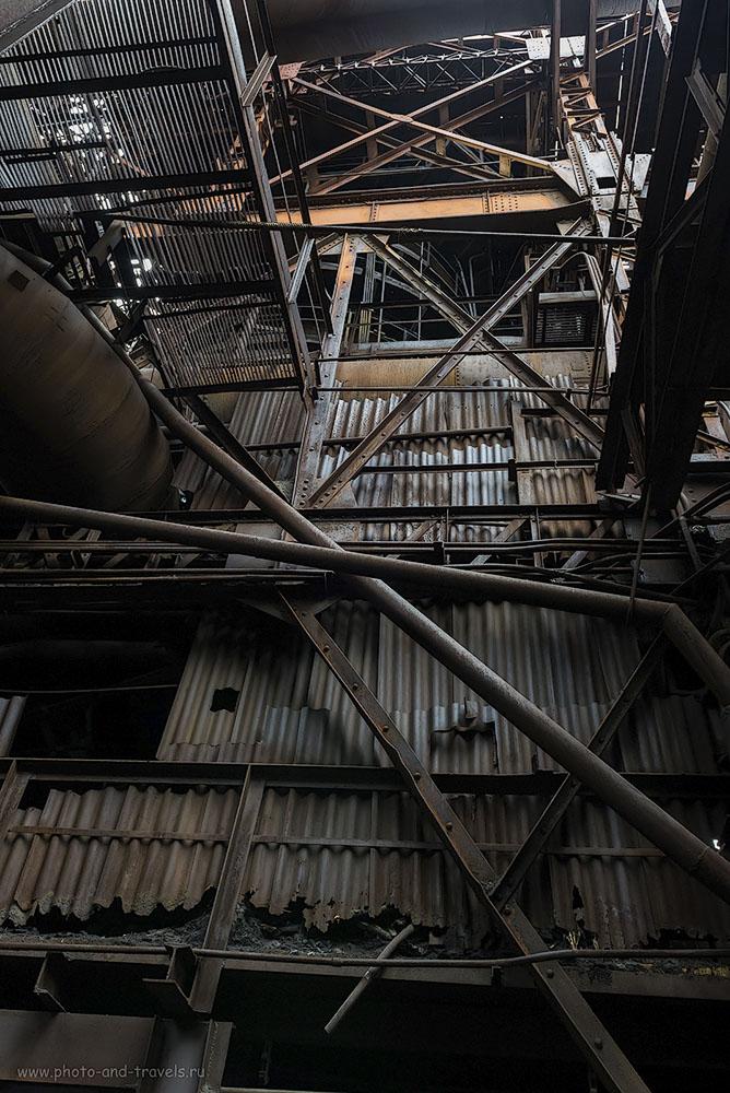 Фото №6. Всегда, когда бываю на больших металлургических или химических заводах, поражаюсь гению, способному это спроектировать. В институте, проектируя какой-нибудь редуктор, часто получалось «отверстие в воздухе висит» - ошибка проектирования, а тут – такая махина! Отзывы о поездке на Лисью гору в Нижнем Тагиле. 4000, 24, 8.0, 1/40
