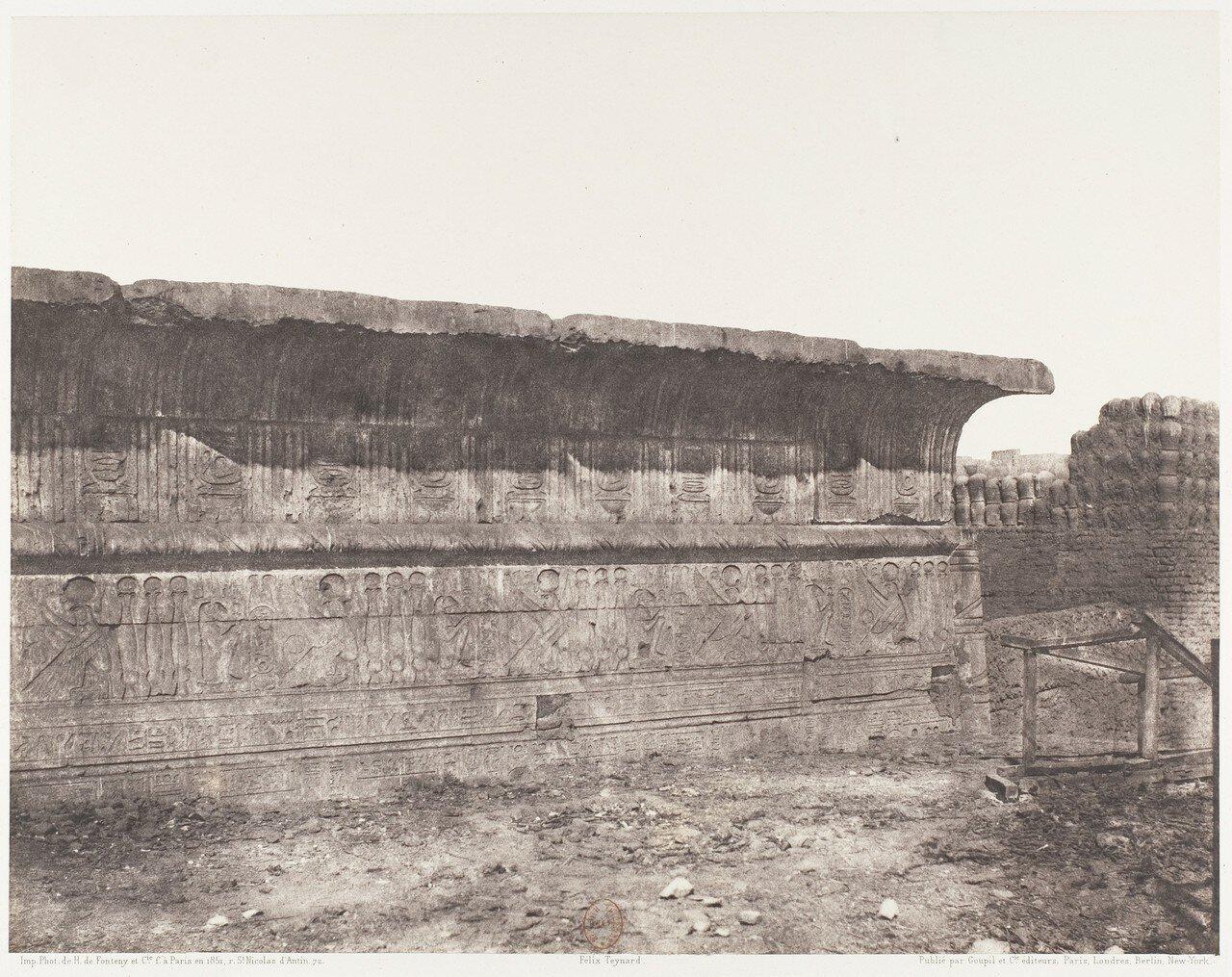 Эснэ. Внешняя стена храма