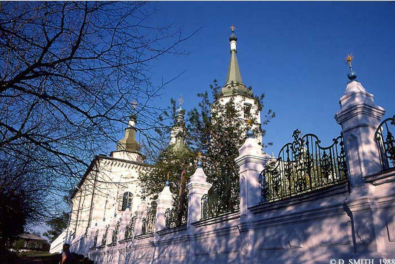 Церковь Воздвижения Честного и Животворящего Креста Господня на Седова, 1. Ограда