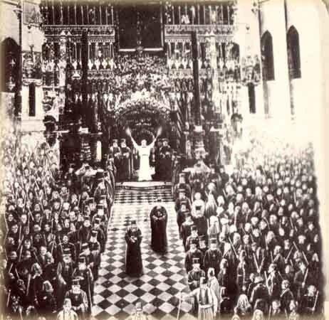 Схождение Благодатного Огня в храме Гробя Господня. Литография XIX века