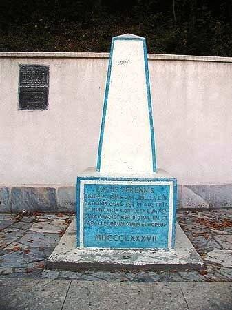 Постоянное точное, вечное место... установлен здесь Центр Европы 1887