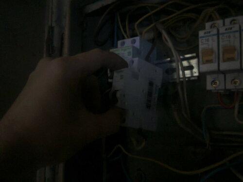 Срочный вызов электрика аварийной службы в квартиру из-за подгорания автомата, петли учёта и перемычек