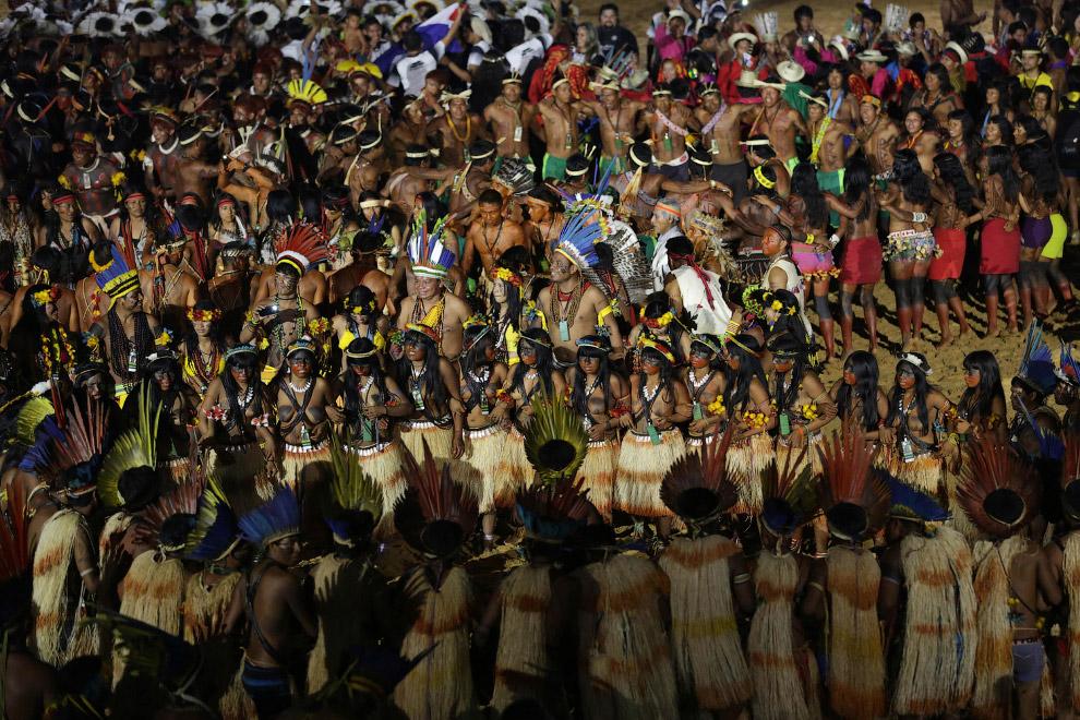 3. Церемония открытия 1-х Всемирных Игр коренных народов в Пальмасе, Бразилия, 23 октября 2015. Это