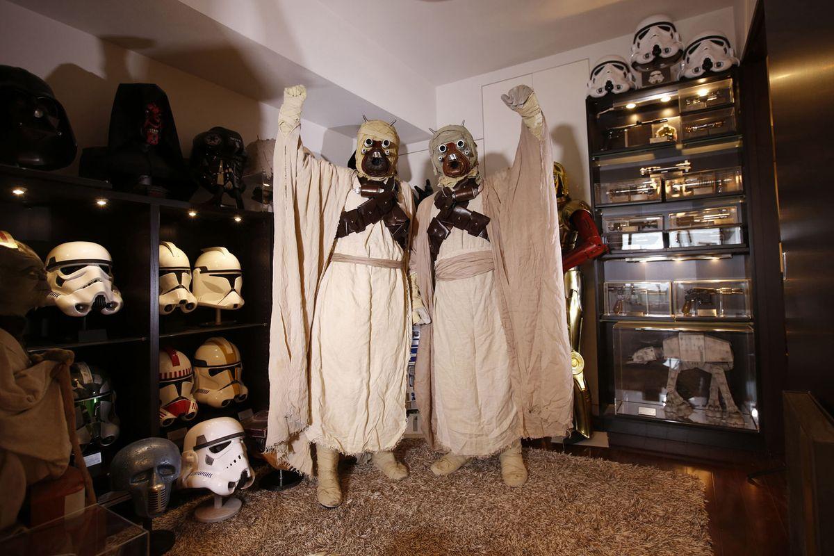 7. Юсуке Ямана, 41 год (справа), и его жена Анна, 33 года, из Миннесоты, США, позируют в костюмах пе