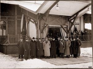 Группа лиц, присутствовавших при освещении временного Императорского павильона.