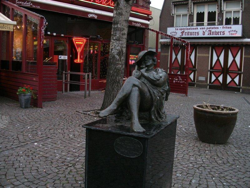 Памятник женскому алкоголизму (Амстердам)