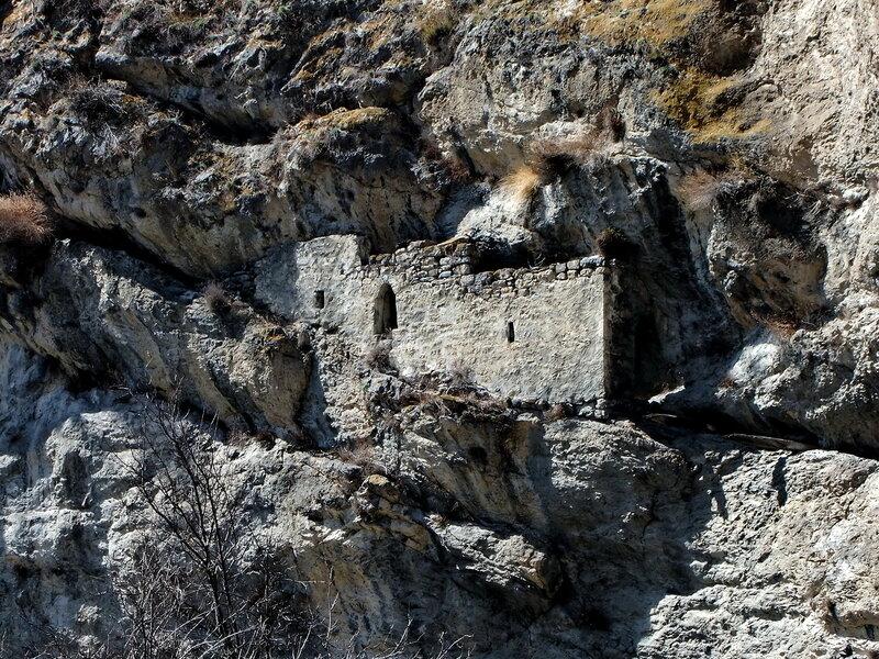 Наскальное оборонительное сооружение