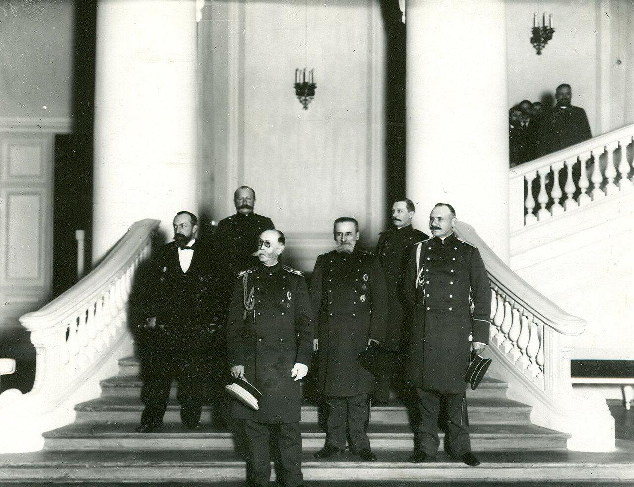 27. Группа военных в зале Государственной думы