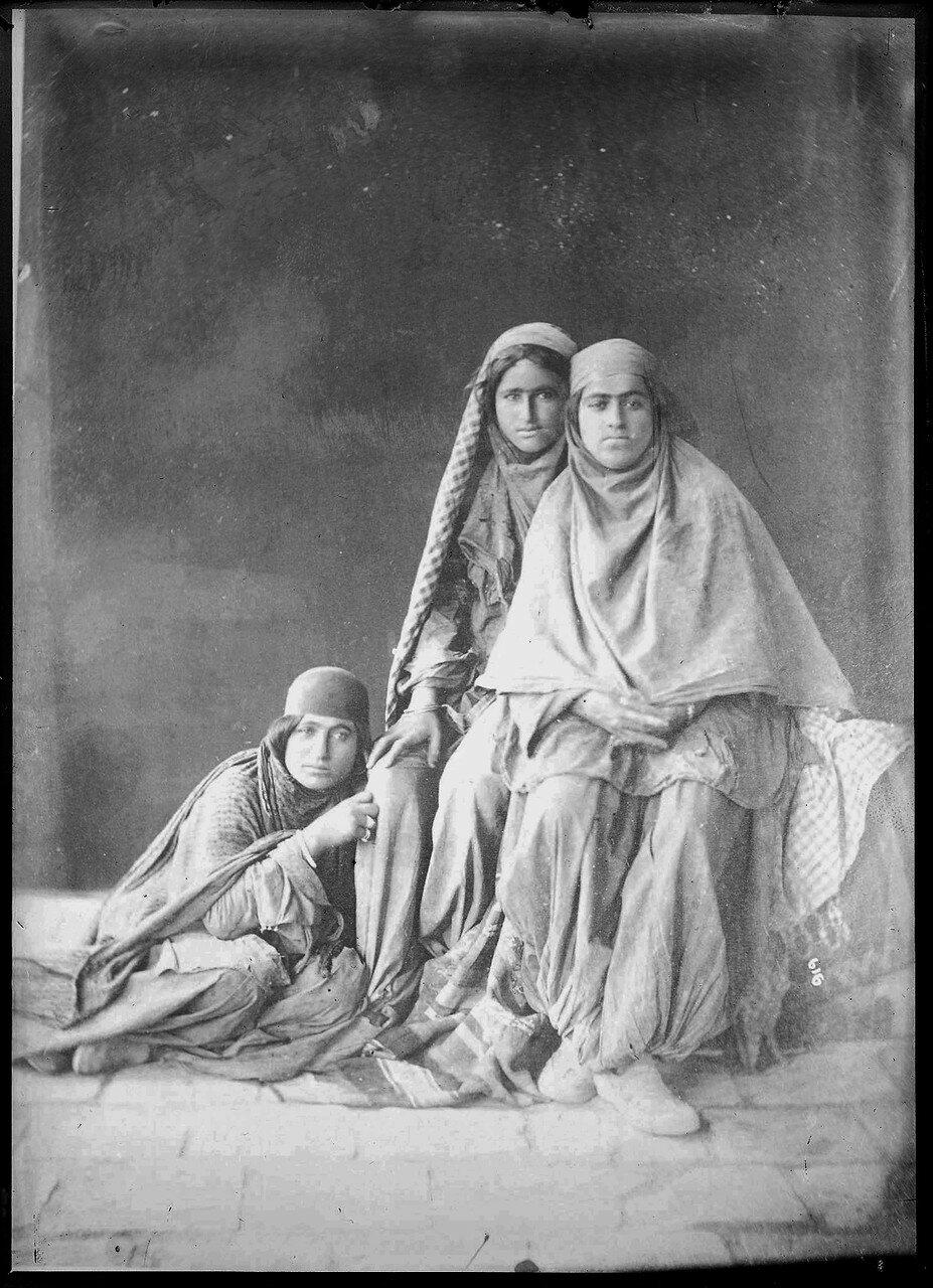 Портрет женщин из племени кочевников