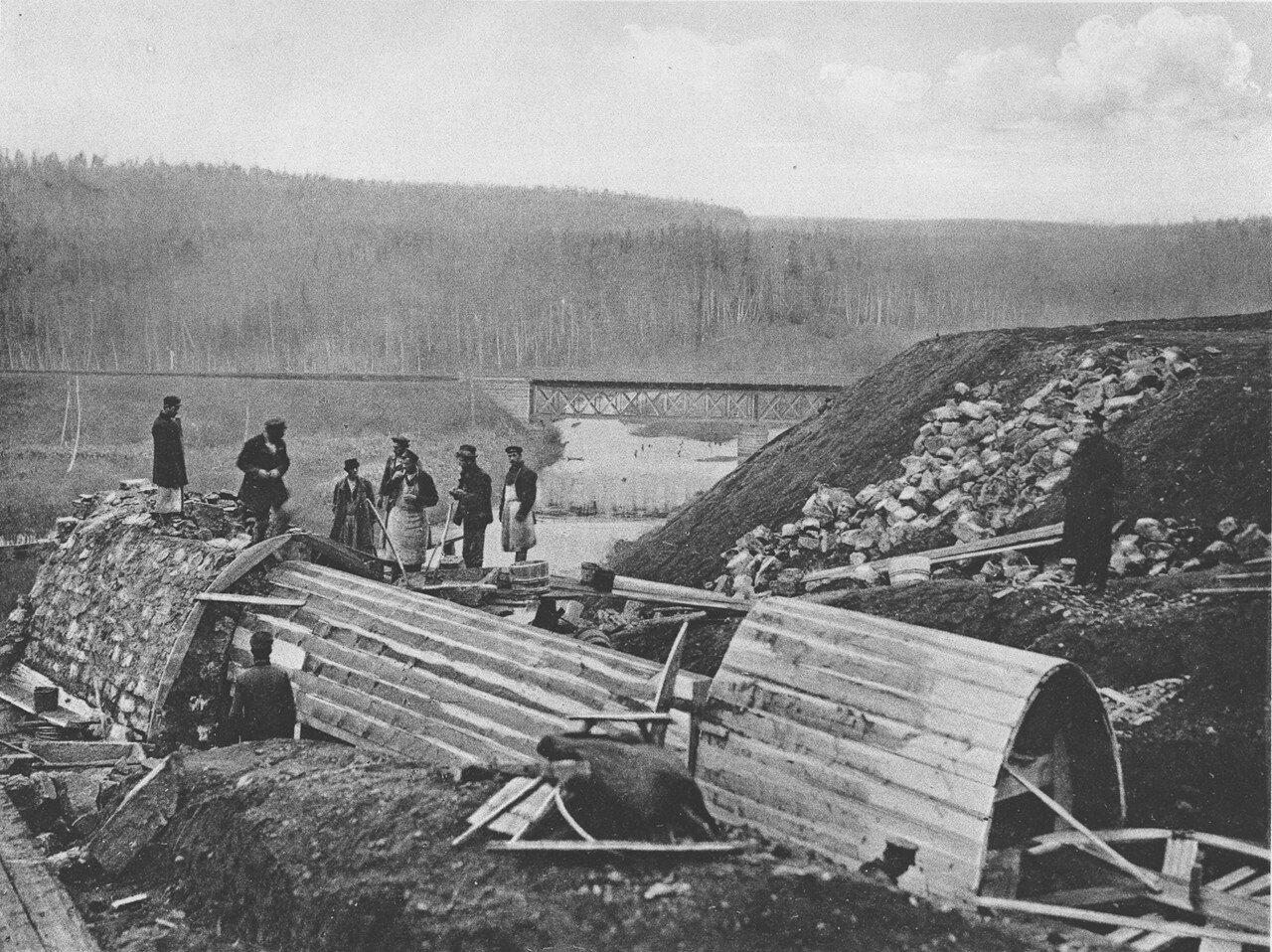 69. 2578 верста. Сооружение каменной трубы отв. 0,75 саж. и водоотбойного колодца. Строительный период 1909