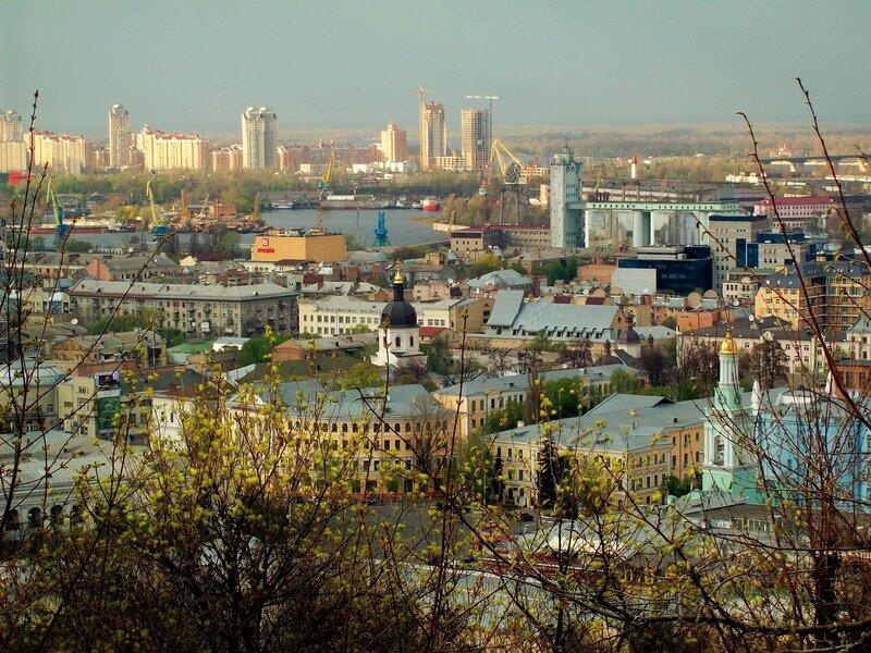 Вид на Подол от Андреевской церкви