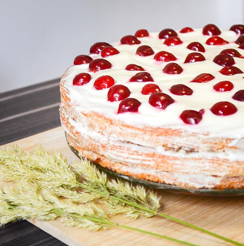 как приготовить торт из готовых бисквитных коржей со сметаной