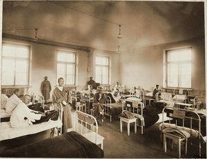 Больные и ранене в Большой Сибирской палате Узловой железнодорожной больницы.